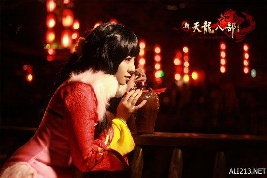 《天龙八部》美女玩家COS时装秀
