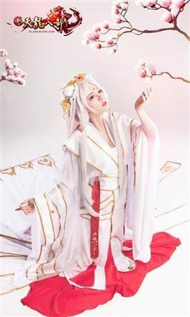 美艳与清纯《天龙八部》玩家COS双面天山童姥